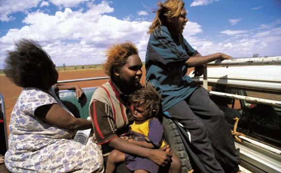 Mujeres aborígenes australianas (Foto: David Dare Parker, Australian Geographic)